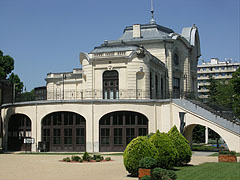 The Stefánia Palace was originally an aristocrat casino, then home of acting companies, and today it is a famous event venue - Budapešť, Maďarsko