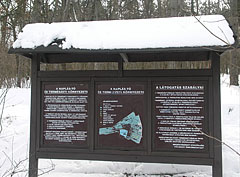 Information board at the edge of the forest, presenting the nature reserve around the Naplás Lake - Budapešť, Maďarsko