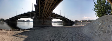 Margaret Island (Margit-sziget), Under the Margaret Bridge - Budapešť, Maďarsko