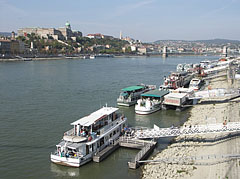 The Danube River at Budapest downtown, as seen from the Pest side of the Elisabeth Bridge - Budapešť, Maďarsko