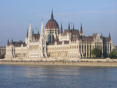 The view of the Hungarian Parliament Building from Buda - Budapešť, Maďarsko