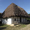 Croft of a middle peasant family from Botpalád with a thatched dwelling house - Szentendre, Maďarsko