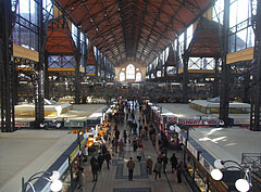 The interior of the market hall, viewed from the restaurant on the first floor - Budapeşte, Macaristan