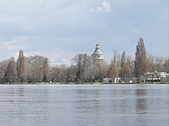 The Margaret Island and the Water Tower in Spring - Budapeşte, Macaristan