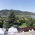 Amazing view from the terrace of the thermal beach to Danube Bend (Dunakanyar) and Börzsöny Mountains, even during eating a hot dog - Visegrád, Macaristan
