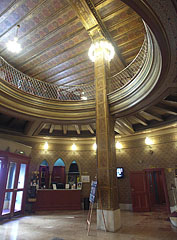 The entrance hall (lobby) of the Urania National Film Theatre (sometiles referred as movie palace or picture palace) - Budapeste, Hungria
