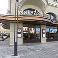 The prestigious Mátyás Pince Restaurant and Brasserie, opened in 1904 - Budapeste, Hungria