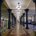 The broad corridor (hallway) on the ground floor, decorated with colonnades - Budapest, Ungheria