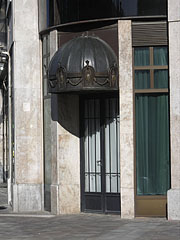An entrance on the insurance company building - Budapest, Hongrie