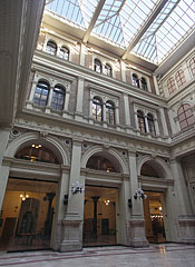 The atrium of the university, a glass-roofed inner courtyard - Budapest, Hongrie