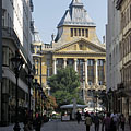The Anker Palace viewed from the Fashion Street shopping street - Budapest, Unkari