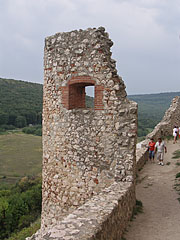 The Semicircle Bastion tower and the southern upper defensive wall - Csesznek, Madžarska
