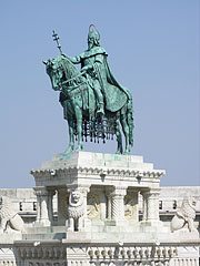 "Statue of Saint Stephen I (in Hungarian ""Szent István""), the first king of Hungary at the Fisherman's Bastion - Budapeszt, Węgry"