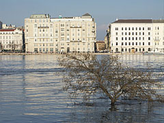 UNESCO listed protected buildings on the Pest-side Danube bank (fortunately from the river they don't need to be protected) - Budapeszt, Węgry