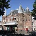 The De Waag was a weight-house, but with its pointed towers it rather looks like a castle - Amsterdam, Niederlande