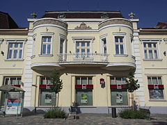 The facade with a rounded enclosed balcony of the former Kugel House (it is today a residental building and bank branch) - Békéscsaba, Ungarn