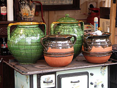 Ceramic vessels in the Christmas fair - Budapest, Ungarn