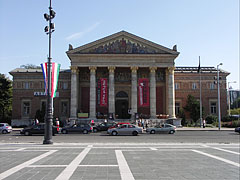"Hall of Art (in Hungarian ""Műcsarnok"", sometimes called ""Palace of Art"" opr ""Kunsthalle Budapest"", the latter is from German language) - Budapest, Ungarn"