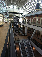 The central hall or atrium of the Bálna, practically both six floors can be seen together from here - Budapest, Ungarn