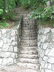 Stone stairs on the hiking trail - Budapest, Ungarn