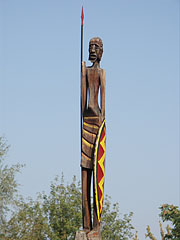 Wooden column with an indigenous African people statue on the top of it - Budapest, Ungarn
