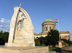 """The statue called """"Crowning Saint Stephen I"""" (king of Hungary) by Miklós Melocco and the dome of the cathedral in the sunset - Esztergom (Gran), Ungarn"""