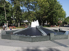 Contemporary fountain in the park - Kecskemét, Ungarn