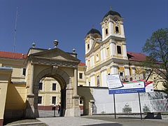 The building complex of the Pauline Monastery and Church in Márianosztra is a famous pilgrimage destination - Márianosztra, Ungarn
