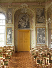 The upstairs Ceremonial Hall, with unique black and white pictures on the wall from the Greek mythology, imitating copperplate engravings - Pécel, Ungarn