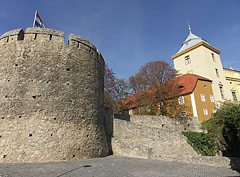 """The Barbican (or """"Barbakán"""" in Hungarian) bastion on the castle wall, and the Episcopal Palace - Pécs (Fünfkirchen), Ungarn"""
