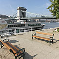 """Excursion boat station on the eastern abutment of the Széchenyi Chain Bridge (""""Lánchíd"""") - Budapest, Ungarn"""