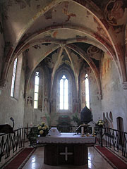 The sanctuary of the church - Siklós, Ungarn