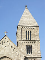 The steeple of the Roman Catholic Church on the Lehel Square with its pyramid-shaped spire - Boedapest, Hongarije