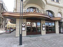 The prestigious Mátyás Pince Restaurant and Brasserie, opened in 1904 - Boedapest, Hongarije