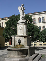 """The so-called Peace Fountain (""""Béke kút"""") in the square behind the sanctuary of the St. Teresa Parish Church - Boedapest, Hongarije"""
