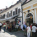 The narrow streets are always crowdy, especially in summertime - Szentendre, Hongarije