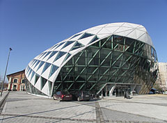 """The """"head"""" of the Bálna (literally """"whale"""", however it also looks like a skark), this is the end of the glass covered part of the bulding - Budapest, Ungari"""