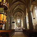 The pulpit and the columns in the nave - Budapest, Ungari