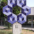Sculpture made of Zsolnay ceramic tiles in the square in front of the railway station (created by Victor Vasarely in 1986) - Budapest, Ungari