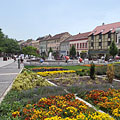 Flowers, fountain and colored houses in the renewed main square - Szombathely, Ungari