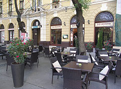 The terrace of the Szindbád Restaurant and Wine Bar - Cegléd, هنغاريا