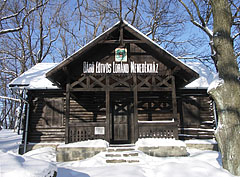 The Tourist Museum in the eclectic style wooden chalet, this is a reconstruction of the old Báró Eötvös Lóránd Tourist Shelter, the first tourist shelter in Hungary (the original house was designed by József Pfinn and built in 1898) - Dobogókő, هنغاريا