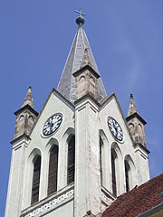 The tower or steeple of the Downtown Parish Church (former Franciscan church) - Keszthely, هنغاريا