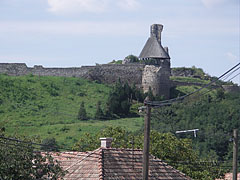 Castle of Nógrád viewed from the village - Nógrád, هنغاريا