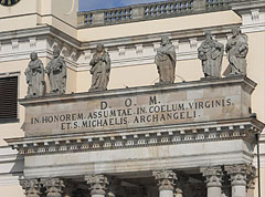 Sculptures of the apostles on the forefront of the Episcopal Cathedral of Vác - Vác, هنغاريا