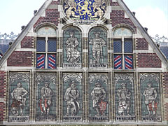Pictures on the the facade of the Rijksmuseum (National Museum) - Amsterdam, Netherlands