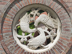 "Circular-shaped stone ""window"" with bird figurines in the ""Medieval Ruin Garden"" - Székesfehérvár, Hungary"