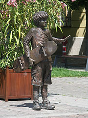 """Skateboarder boy"" bronze genre art sculpture in the main square - Szolnok, Hungary"