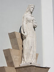 Statue of Saint Hedwig (Jadwiga of Poland) in the side of the Church of the Whites (Fehérek temploma) - Vác, Hungary