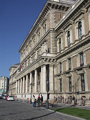Corvinus University of Budapest, the waterfront side of the main building - ブダペスト, ハンガリー